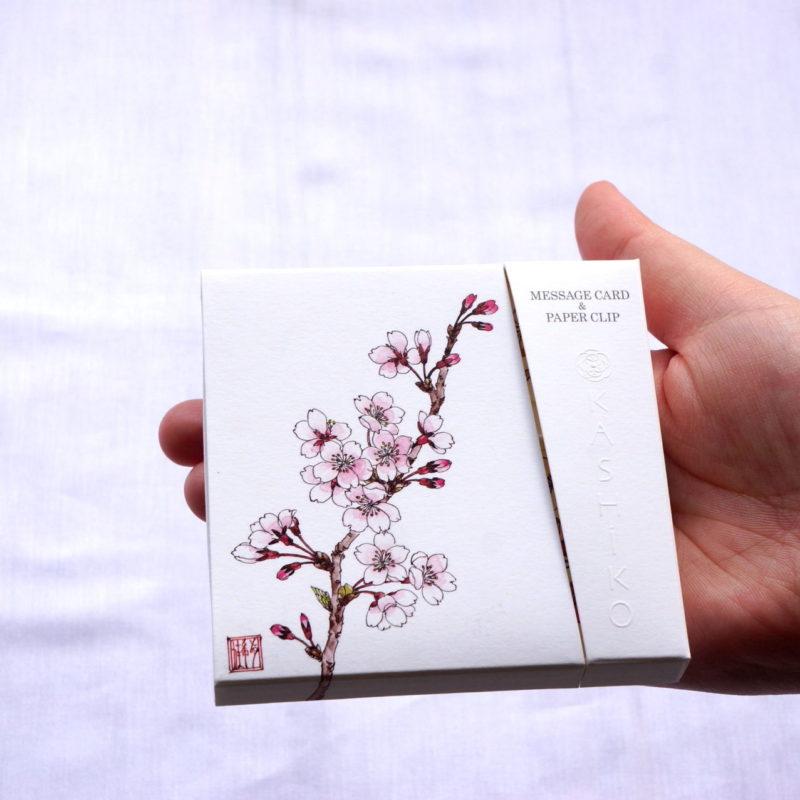 プレゼントの箱を開けるようなワクワクを!MESSAGE CARD&PAPER CLIP開封の儀(動画)。